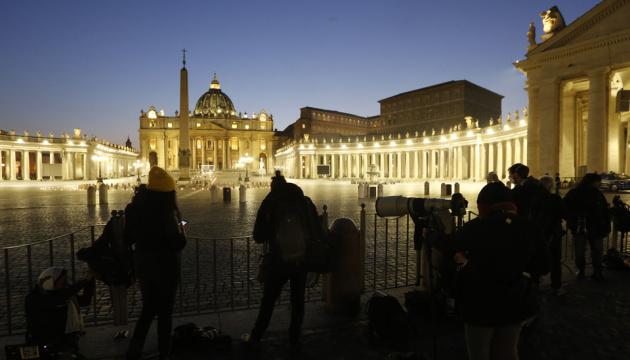 Папа Римський провів Хресну ходу на порожній площі у Ватикані