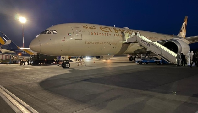Літак з ОАЕ, крім медвантажу, доправив на Батьківщину 113 українців