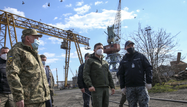 ゼレンシキー大統領東部訪問 前線の医療施設やアゾフ海沿岸を視察