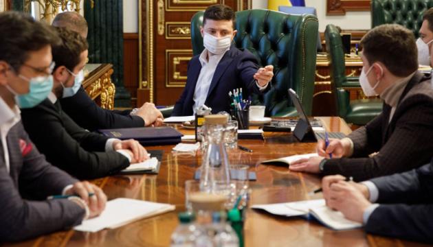 Зеленський: COVID-19 можуть заразитися до 10% українців, якщо будуть натовпи на Великдень
