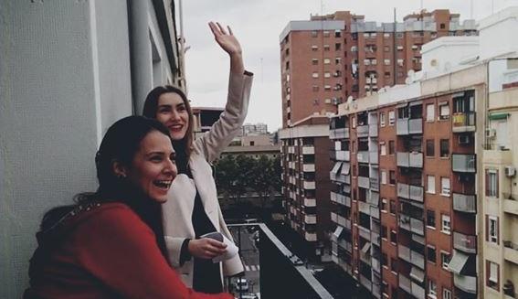 Украинская певица в Валенсии дает концерты с балкона