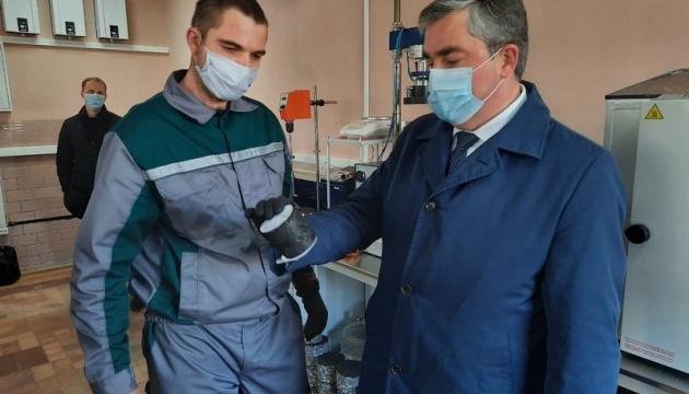 Голова Вінницької ОДА проінспектував роботу лабораторії з контролю якості ремонту доріг