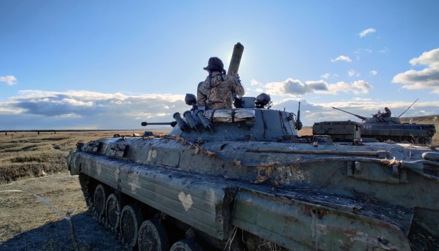 Invaders fire grenade launchers and small arms in Donbas
