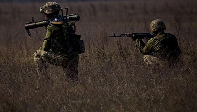 Во время обстрела на Донбассе погиб украинский военный