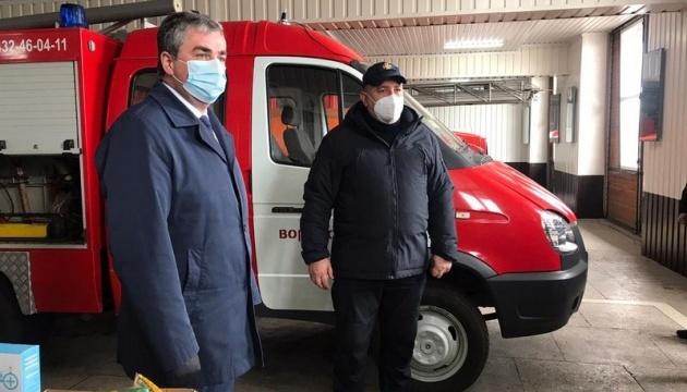 Голова Вінницької ОДА  передав вогнеборцям новий аварійно-рятувальний автомобіль