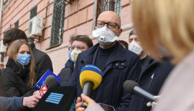 Яценюк: Задіяні всі інструменти, щоб скасувати вирок Януковичу