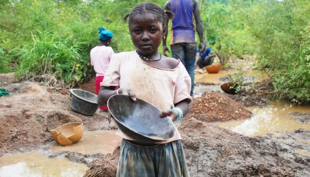 Aujourd'hui marque la Journée Mondiale contre l'esclavage des enfants
