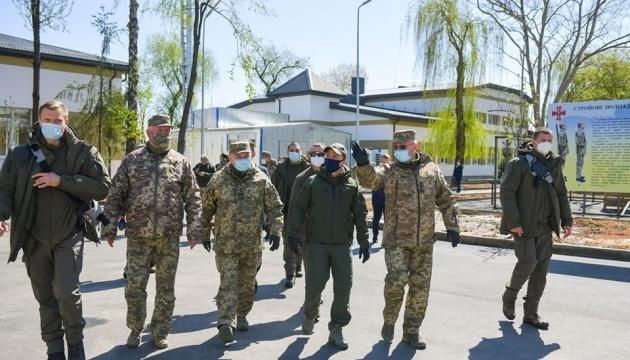 Präsident Selenskyj besucht Manöver in Transkarpatien