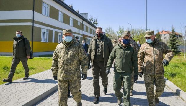 Зеленский посетил военные учения на Закарпатье