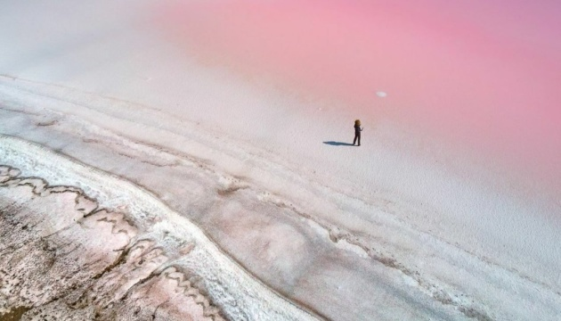 Une photo du lac rose ukrainien publié dans National Geographic Traveler