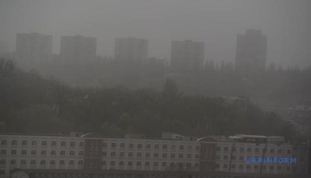 キーウ市に粉塵嵐発生