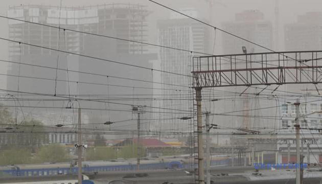 Кличко: Пилова буря у Києві - через відсутність звичної норми опадів