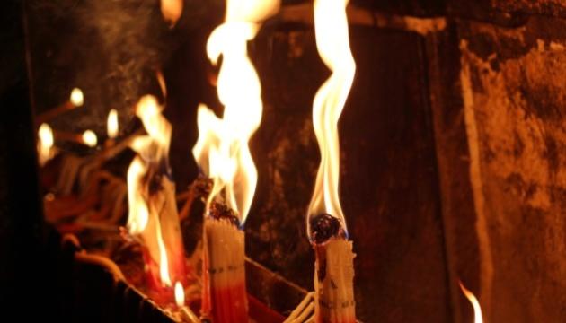 Desciende la Luz Sagrada en la iglesia del Santo Sepulcro en Jerusalén