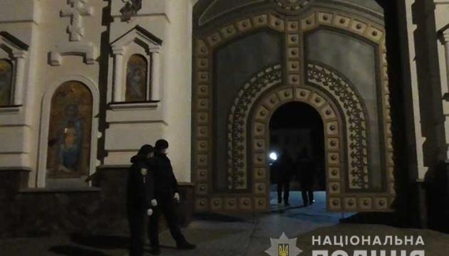 В Почаевскую лавру пустили людей на богослужение, несмотря на договоренности — полиция