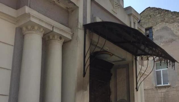 Поліція розшукує зловмисника, який намагався підпалити синагогу в Херсоні