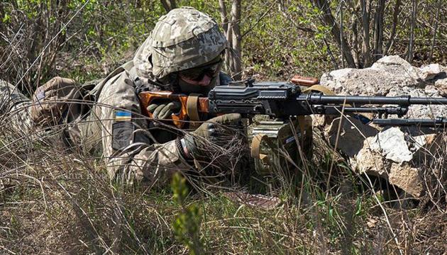 Біля Верхньоторецького снайпер поранив українського військового