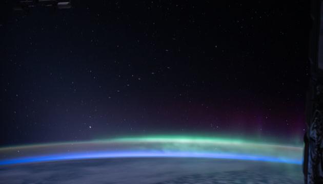 """Як вигладає з МКС """"кортеж"""" супутників Маска"""