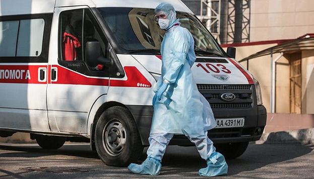 Захисні костюми для медиків: у МОЗ пояснили, чому не купують українське