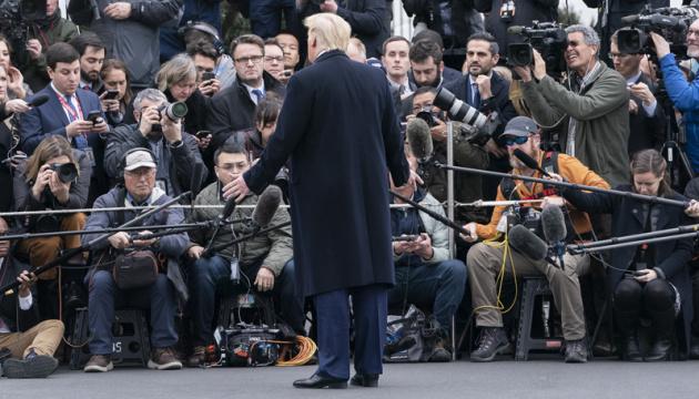 Лікар Трампа заявив, що президент США не заразний