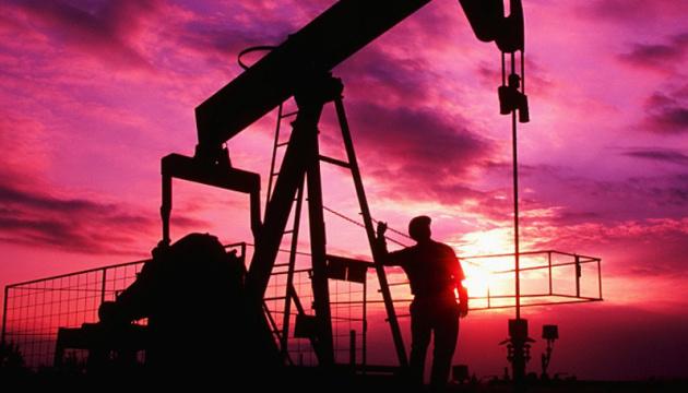 Нафта дорожчає на даних про зменшення запасів у США