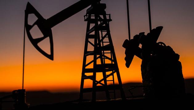 Нафта дешевшає на даних про зростання запасів у США