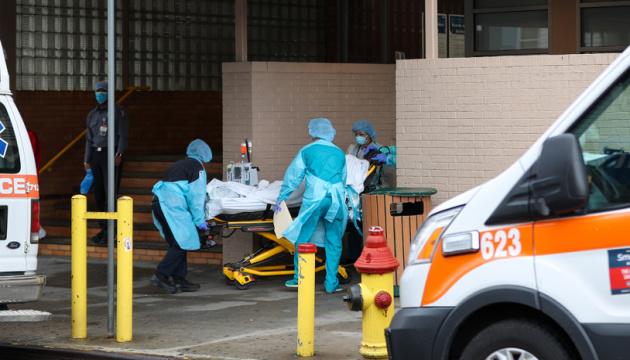 В Штатах — самый высокий пик смертности от COVID-19 за все время пандемии