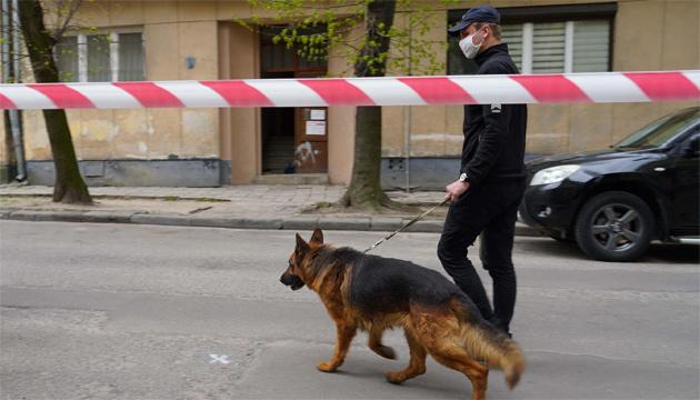 Во Львове в подъезде обстреляли двух мужчин, один погиб