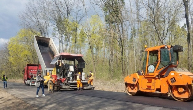About UAH 4B attracted for road repairs in Luhansk region