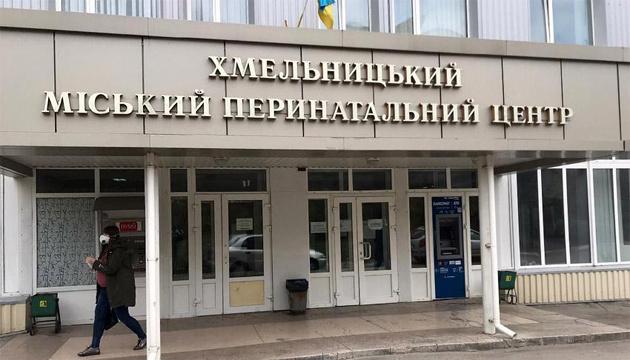 Врача перинатального центра в Хмельницком подозревают в торговле людьми