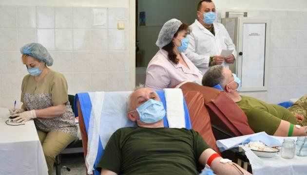 Armeeführung spendet Blut für verletzte Soldaten