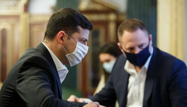 Не більш як 10 осіб у приміщенні: у Зеленського обговорили проведення ЗНО