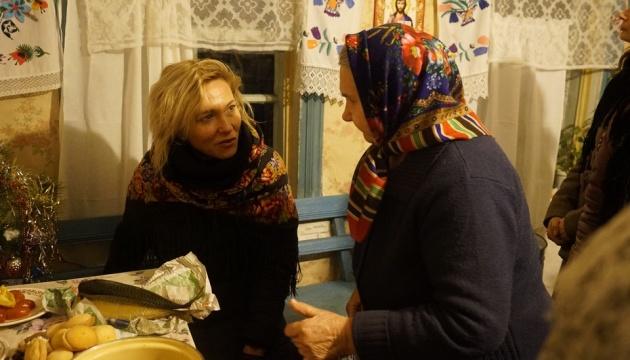 Художниця ZINAIDA створила проєкт з кадрів побуту літніх жителів Чорнобильської зони
