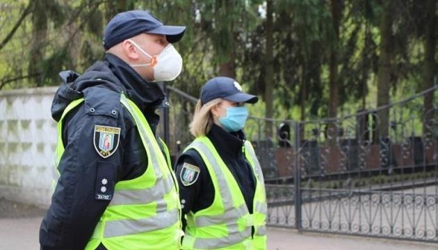 Поминальные дни: киевские кладбища будет патрулировать полиция и муниципальная охрана