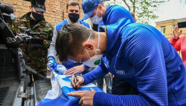 Футболісти «Динамо» відвідали бійців АТО в госпіталі