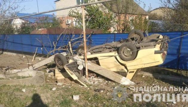 На Запоріжжі легковик налетів на стовп: загинули троє людей