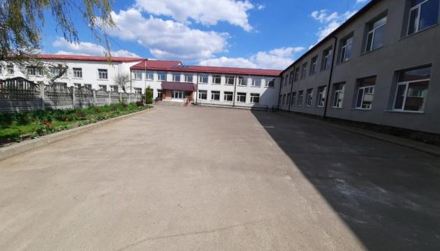 В Іллінцях завершують капітальний ремонт школи