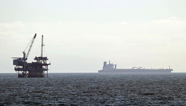 Біля узбережжя Каліфорнії скупчились 30 танкерів, бо ніде розвантажити нафту