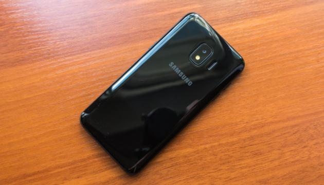 """Samsung представив """"бюджетний"""" смартфон для індійського ринку"""