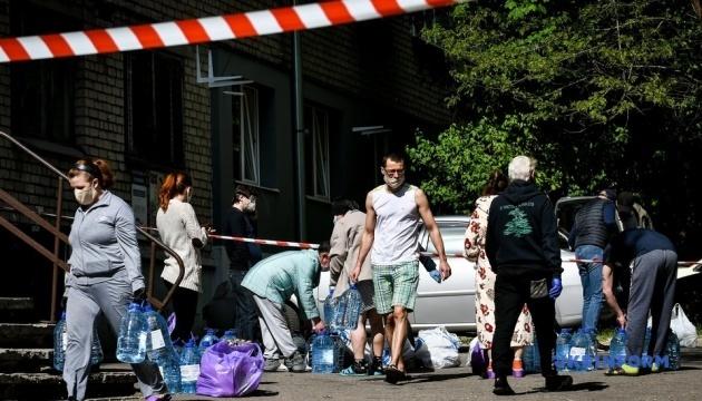 Коронавірус у Запоріжжі: волонтери привезли продукти до ізольованого гуртожитку