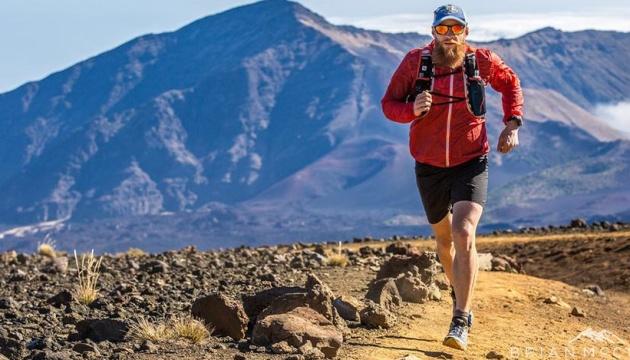 Канадський марафонець пробіг 160 кілометрів у гаражі