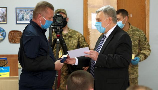 Министр обороны наградил бойцов в винницком госпитале