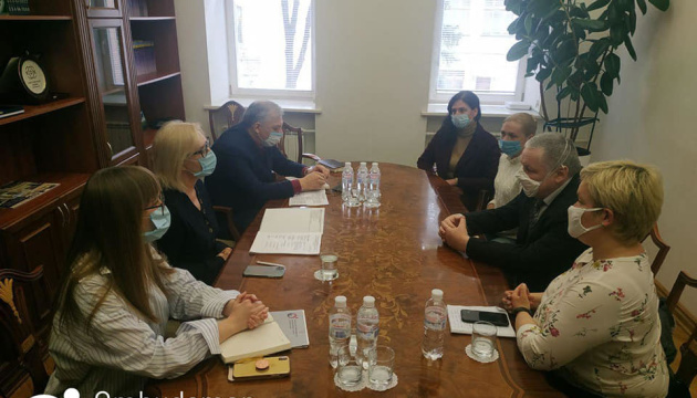Денісова провела особисту і онлайн-зустріч з родинами політв'язнів Кремля