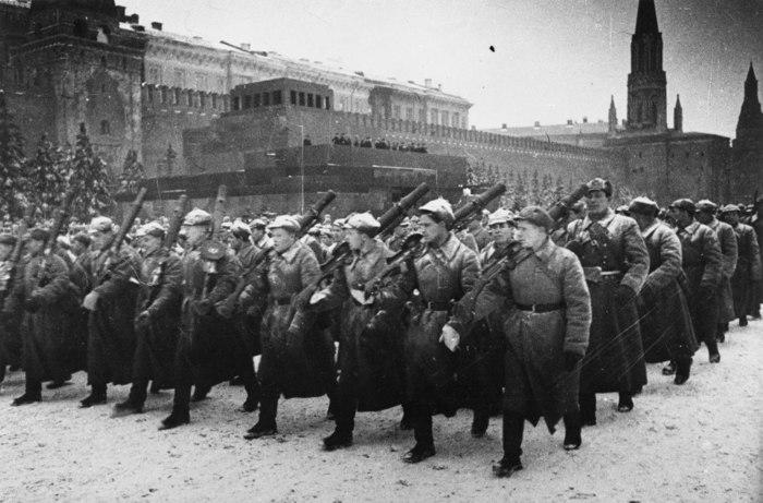 Апеляція до російських дореволюційних традицій відбулась воєнного 1941 року