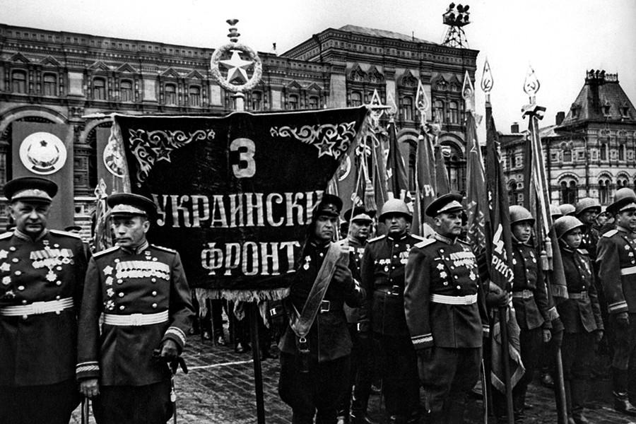 Учасники параду 1945 року