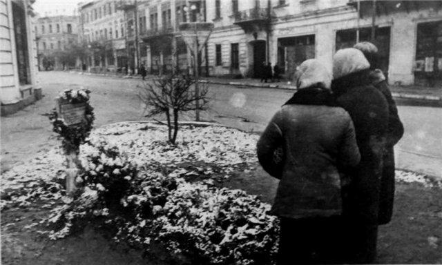 Перше поховання старшини-танкіста Ничипора Шолуденка