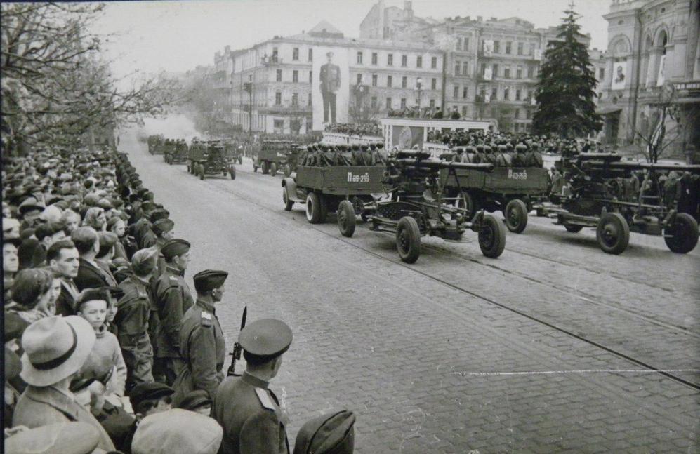 Парад Перемоги в Києві відбувся ще до 9 травня
