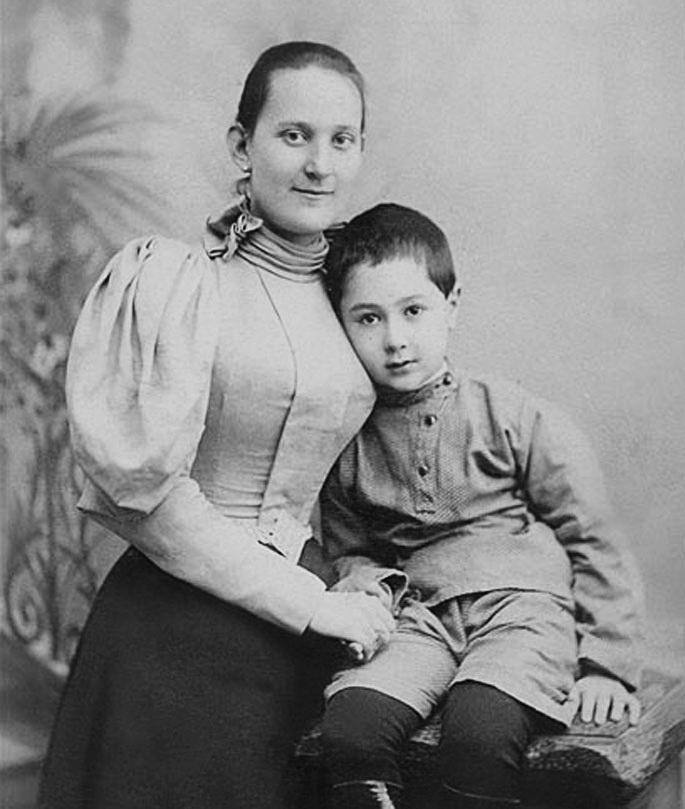 Дмитрик із матер'ю Марією Давидівніою, приблзино 1900 р. 1