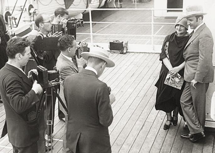 Дмитро Тьомкын із дружиною Альбертіною  Раш, приблизно 1927 р.