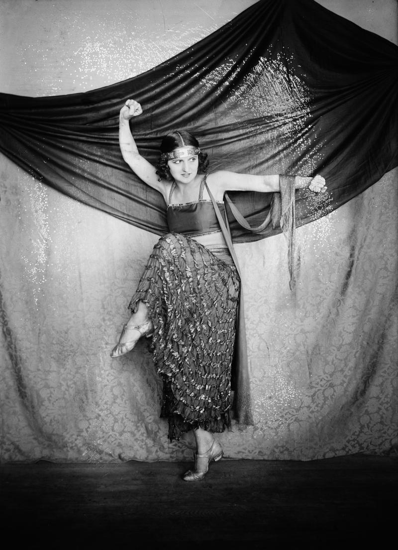 дружина, австрійськка балерина та хореограф Альбертіна Раш