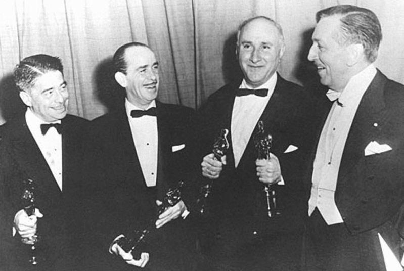 на вррученні двох статуеток Оскар - Альфред Ньюман,  НедВашингтон, Дмитро Тьоркін та Уолт Дісней, 1963 р. 1